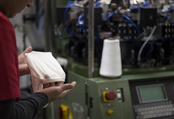 Lurbel adapts its production capacity to manufacture protective masks and gloves